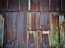 Fondo arrugginito di struttura della parete della lamiera di acciaio Immagine Stock Libera da Diritti