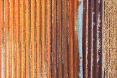 Fondo arrugginito di struttura della parete dello zinco della rete fissa del metallo del ferro ondulato Fotografia Stock Libera da Diritti