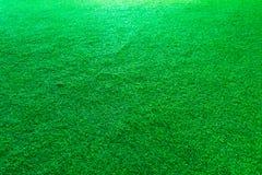 Fondo artificial de la textura de la hierba verde o del campo de deporte fotos de archivo