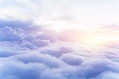 Fondo asoleado del cielo