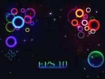 Fondo astratto con i cerchi multicolori luminosi, le bolle bianche e le farfalle sul nero Immagini Stock