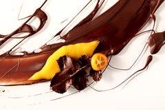 Fondo astratto del cioccolato e della frutta immagini stock