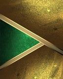 Fondo astratto della foglia di oro con un ritaglio verde Elemento per progettazione Mascherina per il disegno copi lo spazio per  Fotografia Stock Libera da Diritti