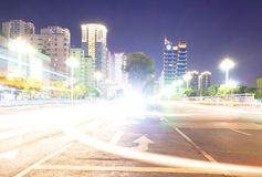 Fondo astratto della luce del bokeh della notte della città con il tono d'annata di colore di scenetta sintonizzato fotografia stock