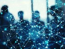 Fondo astratto della rete del collegamento a Internet con la siluetta del gruppo di affari immagine stock