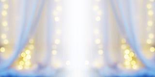 Fondo astratto della sfuocatura della tenda bianca con il bokeh della lampadina Fotografia Stock Libera da Diritti