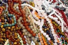 Fondo astratto delle perle del braccialetto e della collana della perla Fotografia Stock
