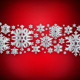 Fondo astratto di inverno con i fiocchi di neve di carta su fondo rosso ENV 10 illustrazione di stock