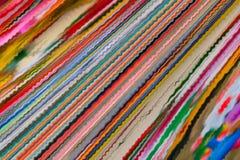 Fondo astratto di molte bande colorate di vibrazione illustrazione vettoriale