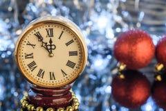 Fondo astratto di Natale con le luci di festa e lo spazio della copia - fiocchi di neve di caduta del bokeh di scintillio delle s Fotografie Stock