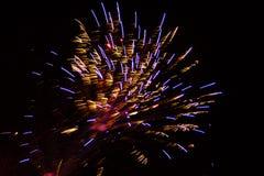 Fondo astratto: Fuochi d'artificio dorati, porpora e rossi di Featherduster Fotografia Stock Libera da Diritti