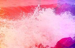 Fondo astratto - il mare ondeggia con la spruzzatura delle goccioline di acqua Fotografia Stock
