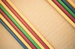 fondo astratto - tubi di plastica parallelamente colorati Immagini Stock Libere da Diritti