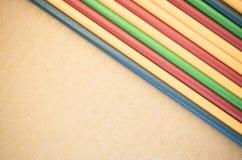 fondo astratto - tubi di plastica parallelamente colorati Fotografia Stock