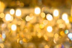 Fondo astratto vago delle luci di Natale Palle e linee giallo arancione brillantemente d'ardore Reticoli astratti di colore fotografie stock
