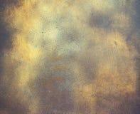 Fondo astratto, vecchio piatto metallico con pittura dorata su superficie Fotografia Stock