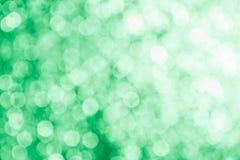 Fondo astratto verde con i punti culminanti confusi Fotografia Stock