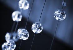 Fondo azul abstracto con las esferas de cristal Imagen de archivo
