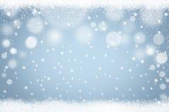 Fondo azul claro del bokeh de los copos de nieve del invierno Contexto abstracto de la nieve del día de fiesta de la Navidad stock de ilustración