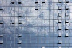 Fondo azul de edificio de oficinas de la ventana en la ciudad de Zagreb Fotos de archivo