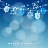 Fondo azul de Jánuca con la cadena de luces, de dreidels y de estrellas judías