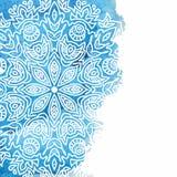 Fondo azul de la pintura de la acuarela con la mano blanca dibujada alrededor de garabatos y de mandalas Foto de archivo libre de regalías