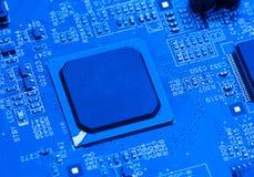 Fondo azul de la placa de circuito del ordenador Imagen de archivo