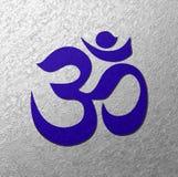 Fondo azul de la plata del símbolo de Aum Fotos de archivo libres de regalías
