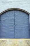 Fondo azul de la puerta Fotografía de archivo