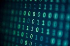 Fondo azul de los pedazos del ordenador de los bits de datos del monitor de la pantalla imagen de archivo libre de regalías
