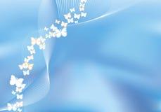 Fondo azul del acoplamiento con las mariposas del vuelo Imágenes de archivo libres de regalías