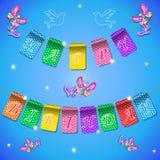 Fondo azul del cumpleaños feliz del día de fiesta con las banderas y las mariposas Lugar para el texto Ejemplo del día de fiesta Foto de archivo