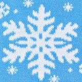 Fondo azul hecho punto con los copos de nieve Fotografía de archivo libre de regalías