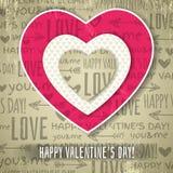 Fondo beige con el corazón de la tarjeta del día de San Valentín y WIS rojos Foto de archivo