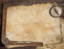 Fondo in bianco della mappa del tesoro con, vecchia bussola Fotografia Stock Libera da Diritti