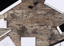 Fondo in bianco della scrivania con lo spazio della copia per il vostro testo Fotografie Stock