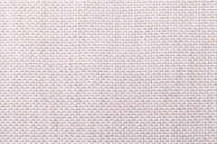 Fondo bianco e beige del tessuto con il modello a quadretti, primo piano Struttura della macro del tessuto Fotografie Stock Libere da Diritti