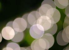 Fondo bianco e verde di Bokeh fotografie stock