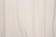 Fondo blanco arrugado de la textura de la tela del color crema Imagen de archivo