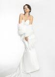 Fondo blanco de la novia hermosa feliz encima del paño Imágenes de archivo libres de regalías