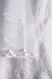 Fondo blanco de vestido de boda Imagen de archivo