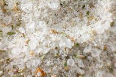 Fondo blanco del cristal de la sal Primer Macro Foto de archivo libre de regalías
