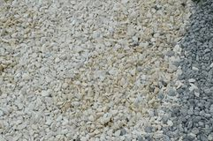 Fondo blanco del guijarro con las pequeñas piedras redondas Imagen de archivo