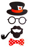 Fondo blanco del partido de la cabina de la foto de la diversión con los complementos, los labios, los bigotes y los globos de pa Fotografía de archivo libre de regalías