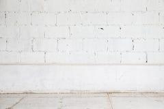 Fondo blanco del piso de la pared de ladrillo y de madera Fotos de archivo libres de regalías