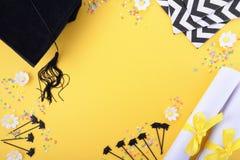 Fondo blanco y negro amarillo de la graduación del tema Foto de archivo libre de regalías