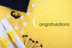 Fondo blanco y negro amarillo de la graduación del tema Fotografía de archivo