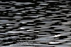 Fondo blanco y negro de la textura de la onda de agua Imagen de archivo libre de regalías