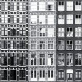 Fondo blanco y negro de las ventanas de Amsterdam foto de archivo