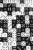 Fondo blanco y negro de los dados Fotos de archivo